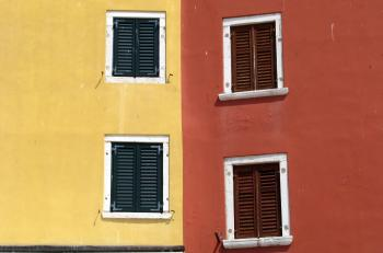 WINDOWS ON COLOUR