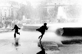 A strong wind blowing the fountains in Trafalgar Square, London.