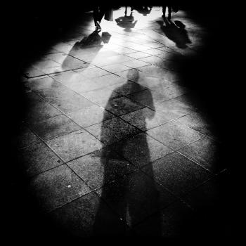 Walking in the shadow (Camminando nell'ombra)