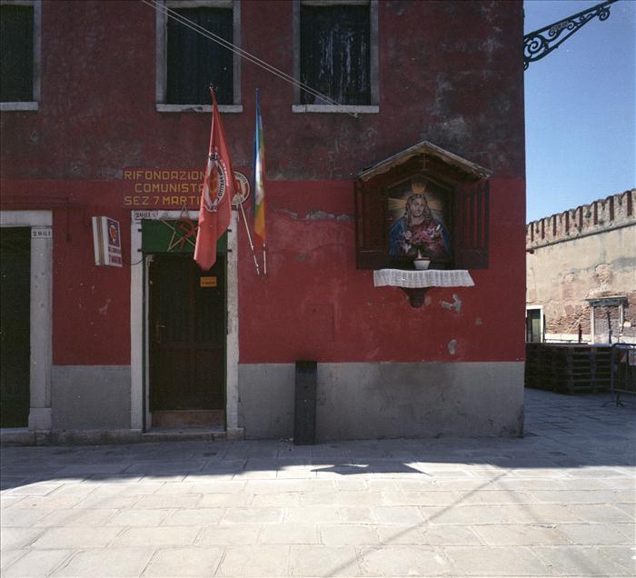 Rifondazione Comunista a Venezia? Vicino ad una icona nuova nuova di Gesù ?